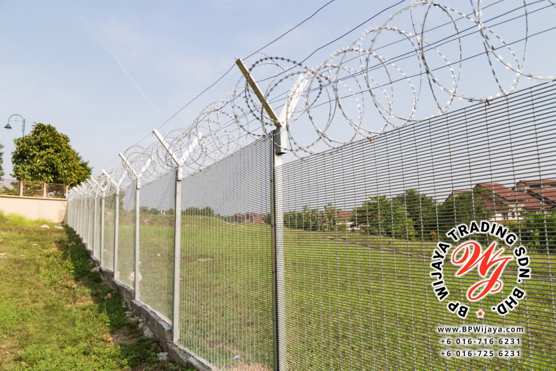 BP Wijaya Trading Sdn Bhd Malaysia manufacturer Distributor safety fences building materials Anti Climb Fence Galvanized Razor Barbed Wire from Johor Batu Pahat B04